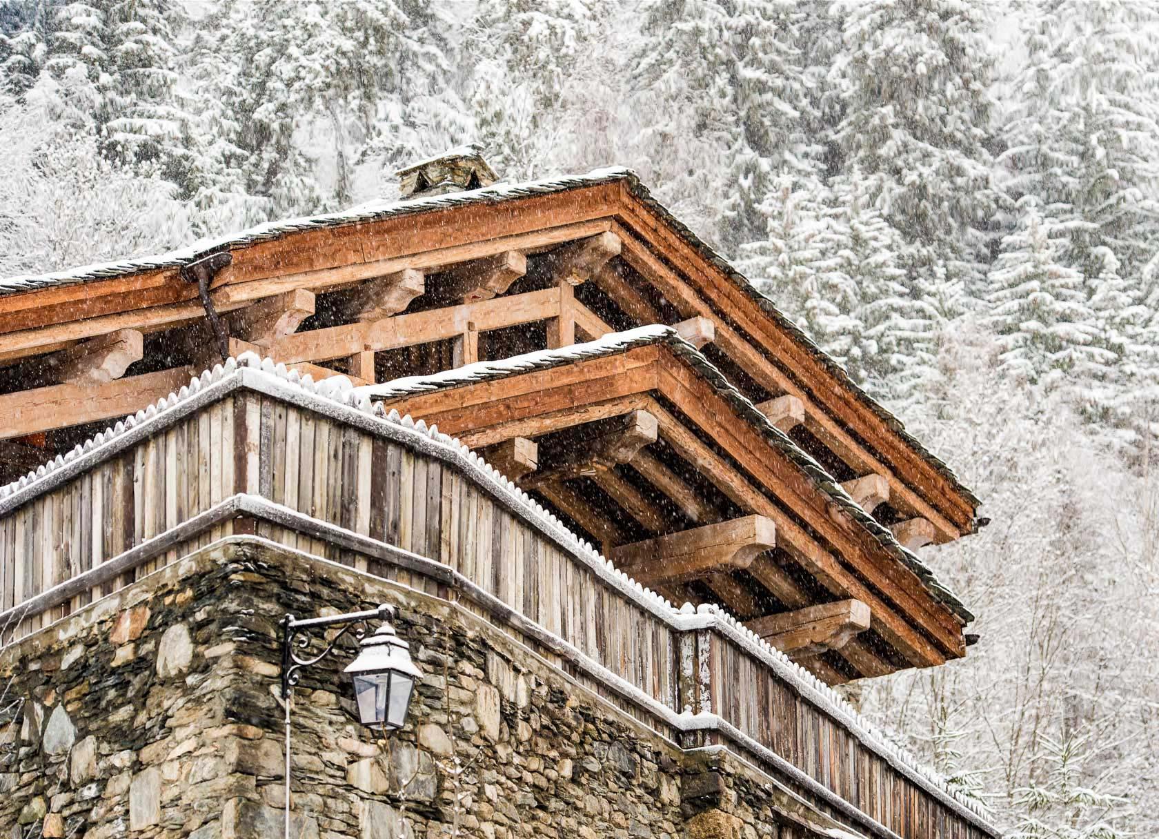 Chalet Pelerin France exterior winter