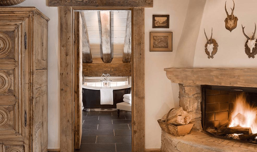 Pelerin fireplace and bathtub