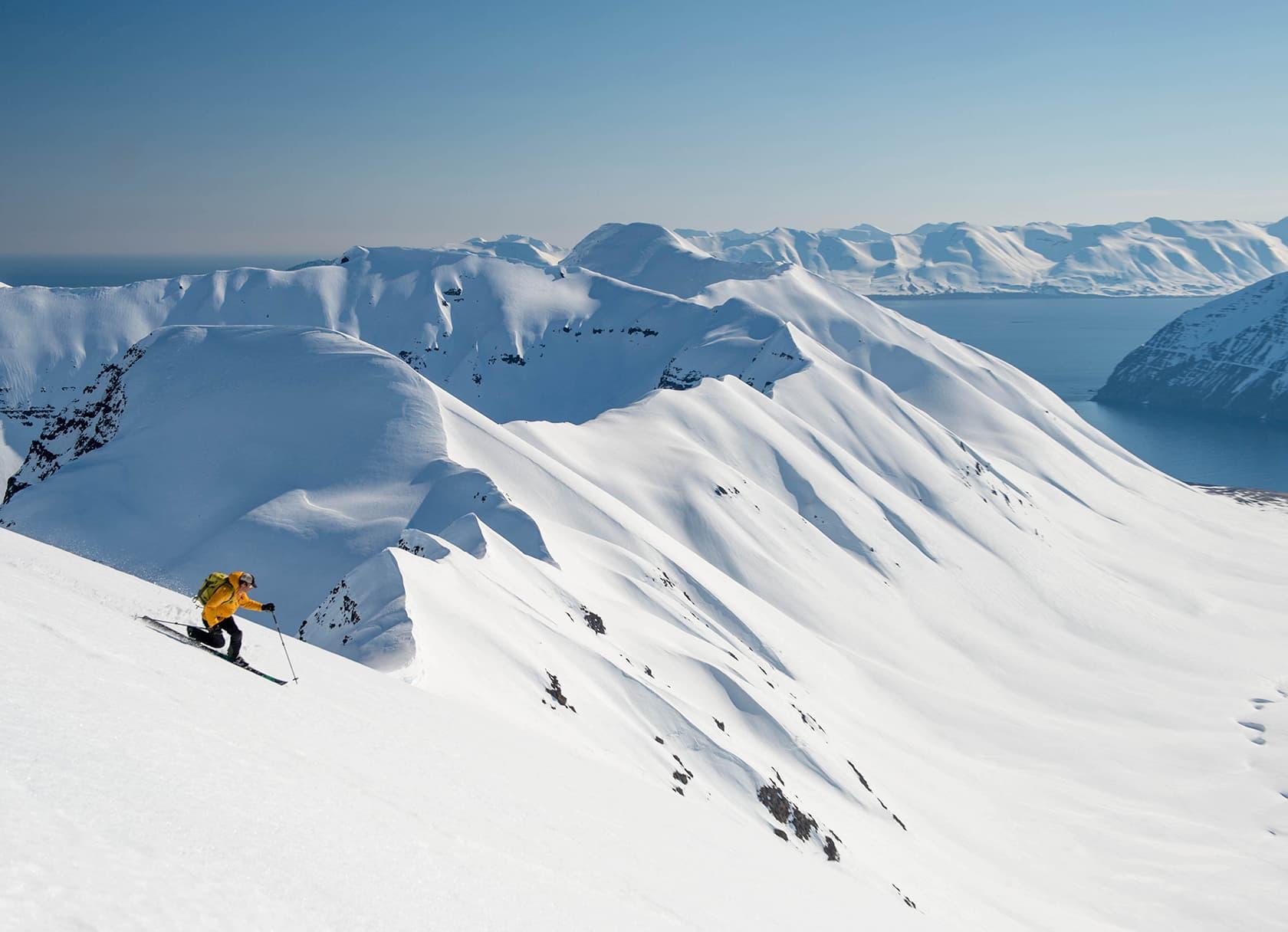 iceland skiing - deplar farm