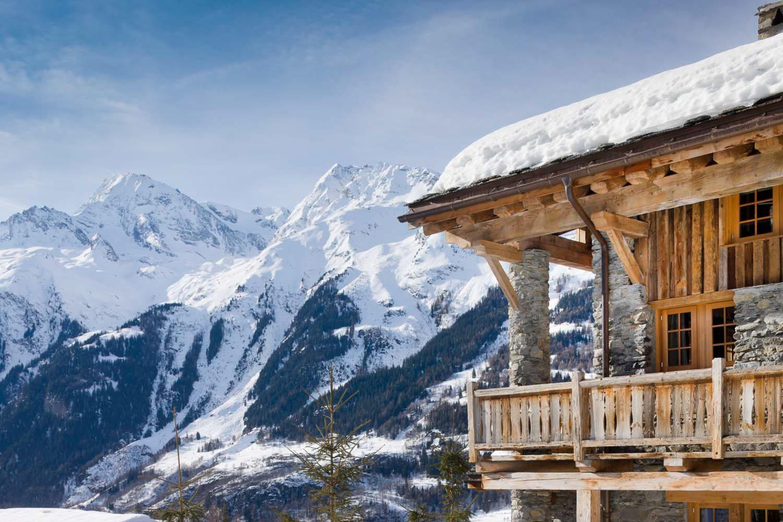 Chalet Pelerin exterior winter
