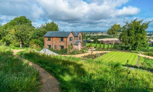 hillside cottage edington countryside
