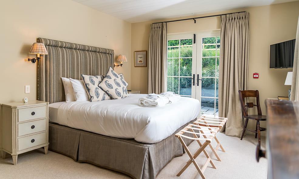 bedroom with sidedoor