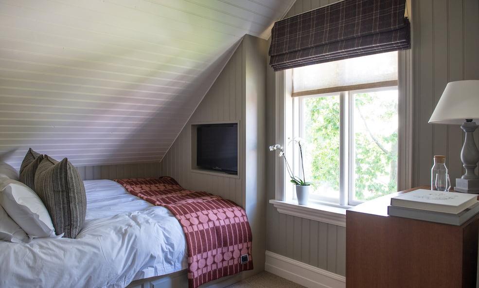 purple house bedroom