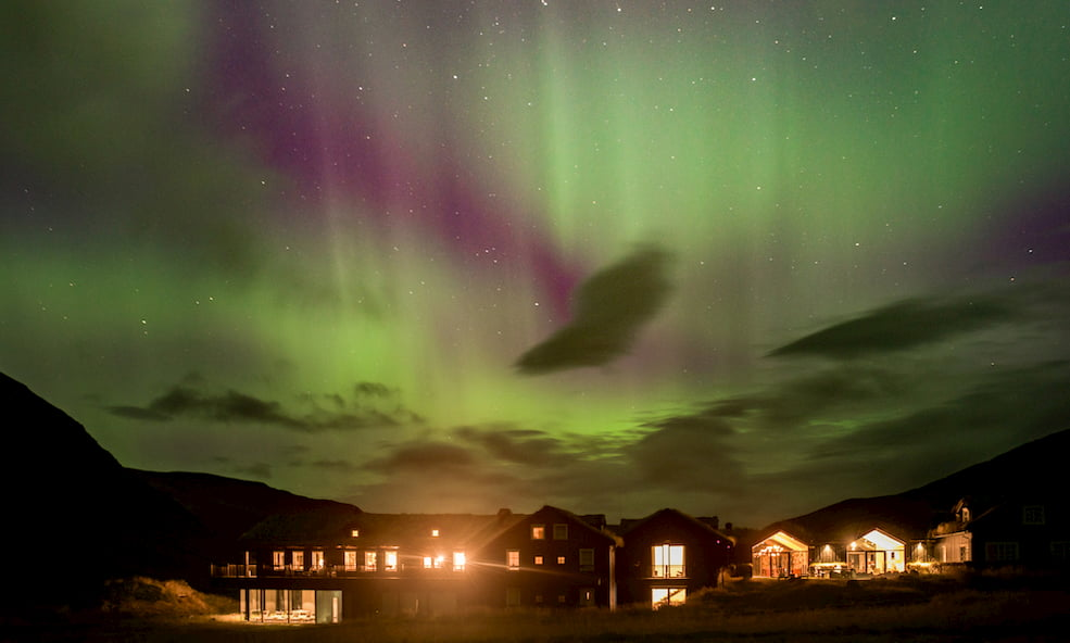 Eleven Deplar northern lights exterior